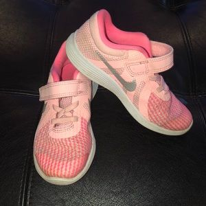 Nike revolution 4 toddler girl